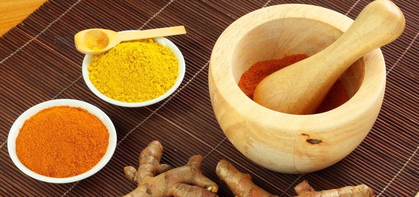 cách trị mụn bằng mật ong và bột nghệ 1