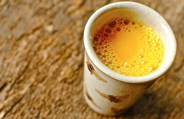 uống nghệ với mật ong có đẹp da không 1